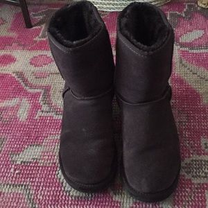 Barely worn brown uggs!!